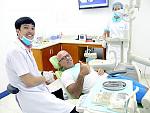 Doctor Khương Văn Luyến with foreign patient